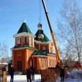 Поднятие куполов в храме во имя прп. Сергия Радонежского с. Довольного (видео)