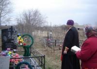 Лития на могиле инициатора и попечительницы постройки храма