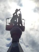 Воздвижение креста на колокольню храма в с. Нижнекаменке