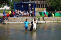 Крещение детей-сирот в Обском море (видео)