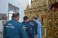 Пожарные МЧС России приняли участие в благодарственном молебне в честь образа Божьей Матери «Неопалимая Купина»