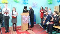 Епископ Филипп наградил Патриаршей медалью директора Технического лицея №176 г. Карасука Кривушева С. А.