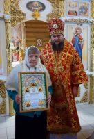 Епископ Филипп наградил  маму иерея Валерия, прихожанку храма, Архиерейской грамотой