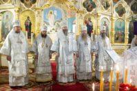 Епископ Филипп принял участие в Божественной литургии, которую возглавил Митрополит Никодим, в Вознесенском кафедральном соборе