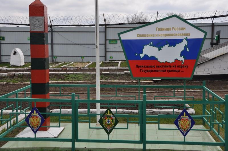 Епископ Филипп поздравил Ващук Константина Олеговича с Днем пограничника