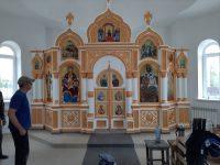 В строящемся храме во имя св. равноапостольного великого князя Владимира г. Карасука установили  новый иконостас