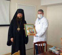 Епископ Филипп наградил врачей Карасукской  центральной районной больницы