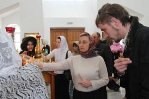 Благодатный огонь из Иерусалима прибыл в Карасук (видео)