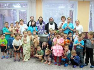 Крещение зараженных детей.