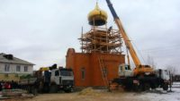 Его Преосвященство епископ Филипп освятил купол и крест для нового храма в г. Карасуке (видео)