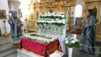 Великая вечерня с выносом  Плащаницы и утреня с чином погребением Плащаницы в Кафедральном соборе г. Карасука (видео)