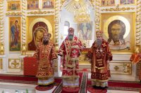 Митрополит Никодим епископ Лука и епископ Филипп совершили литургию в Никольском Кафедральном соборе г. Искитима