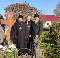 Епископ Филипп совершил панихиду на могиле епископа Новосибирского и Бердского Сергия (Соколова)